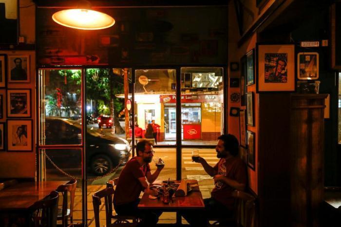 Não faz sentido os bares de Porto Alegre terem hora para fechar | GaúchaZH