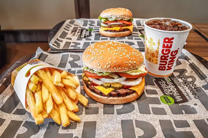 Burger King dá até 70% de desconto na Black Friday; Whopper sai por R$6,90 | Exame