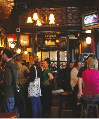 São mais felizes os que vão aos 'pubs' das vizinhanças - Bares & Restaurantes